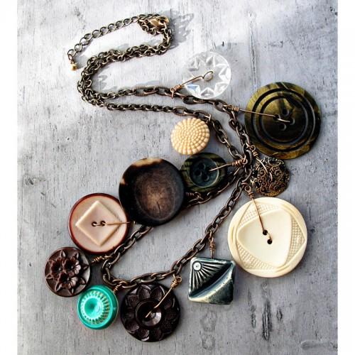 retro button necklace