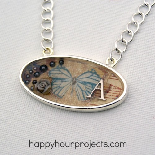 vintage resin necklace (via happyhourprojects)