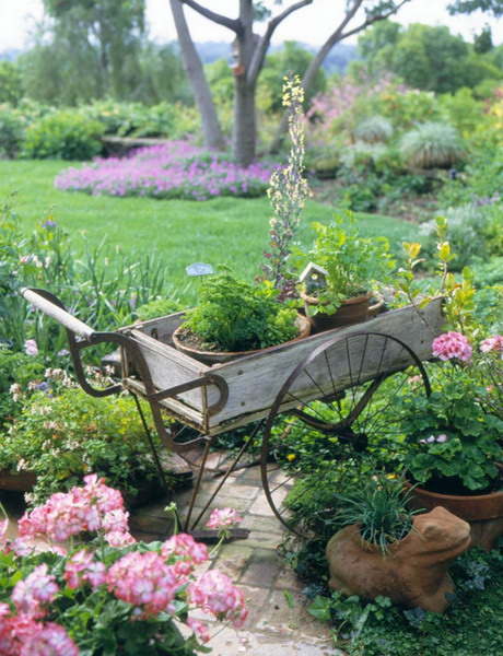 35 Cool Vintage-Looking Garden Pots