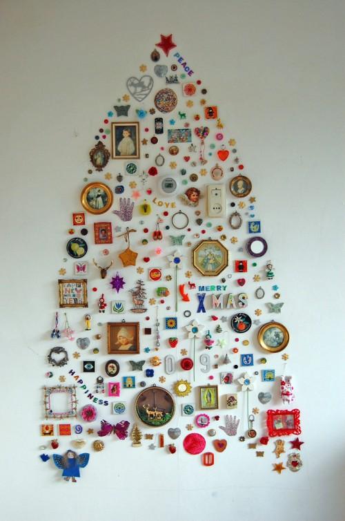 5 diy wall mount christmas trees of small objects - Diy christmas tree on wall ...