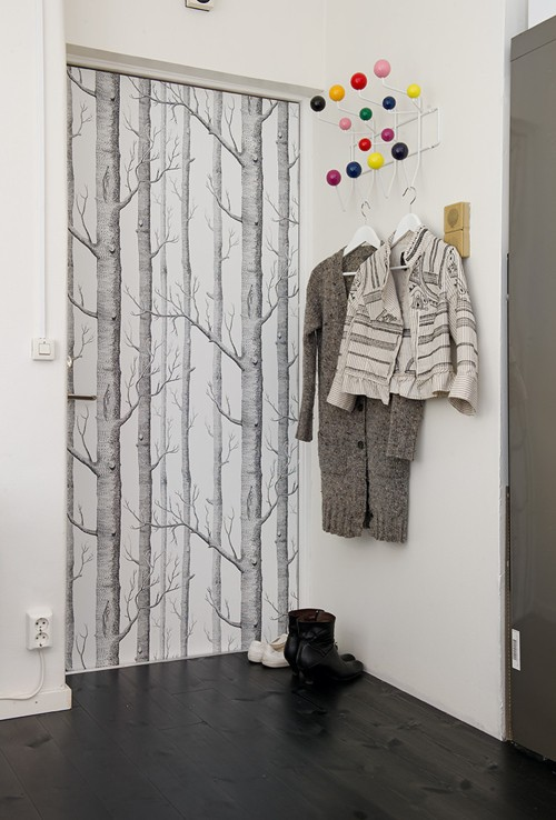 10 cool ideas to decorate your doors with wallpapers