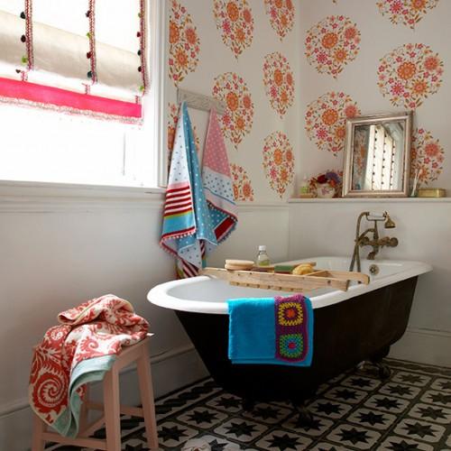 Elegant Wallpapers In A Bathroom