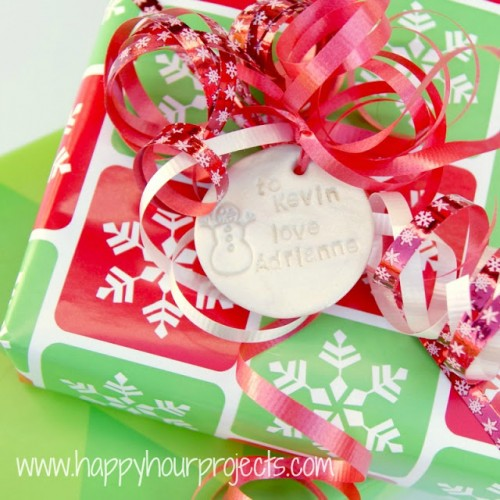 polymer clay gift tags (via happyhourprojects)