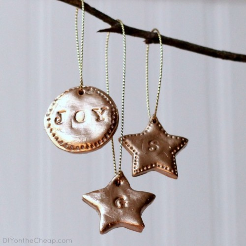 hand stamped clay tags (via diyonthecheap)