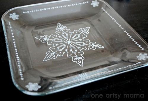 snowflake glass plates (via oneartsymama)