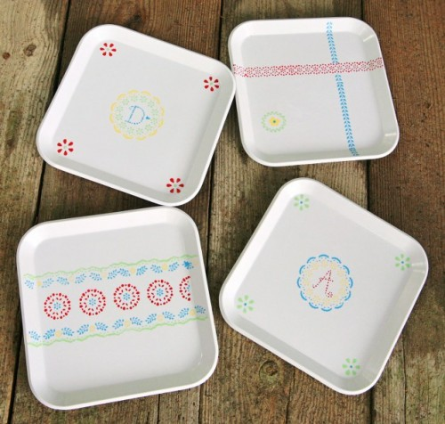 stenciled picnic plates (via mysocalledcraftylife)