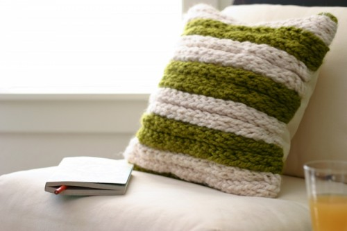 chunky throw pillow (via flaxandtwine)