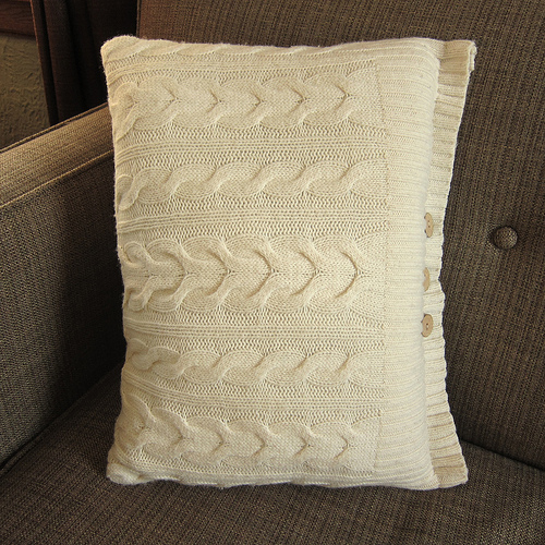 Winter Coziness: 11 DIY Knit And Sweater Pillows - Shelterness