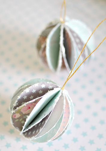 handmade paper baubles | Shelterness