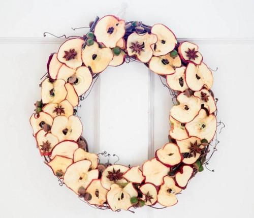 Yummy looking diy dry apple wreath 1 500x429